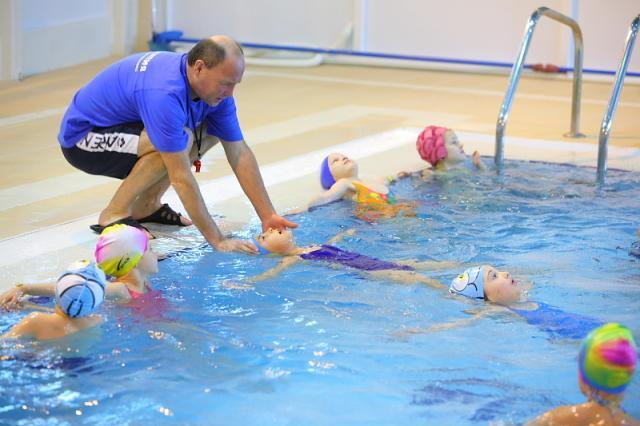 Выпрямление мышц спины с помощью плавания