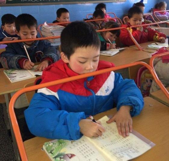 Правильная осанка-школа в Китае