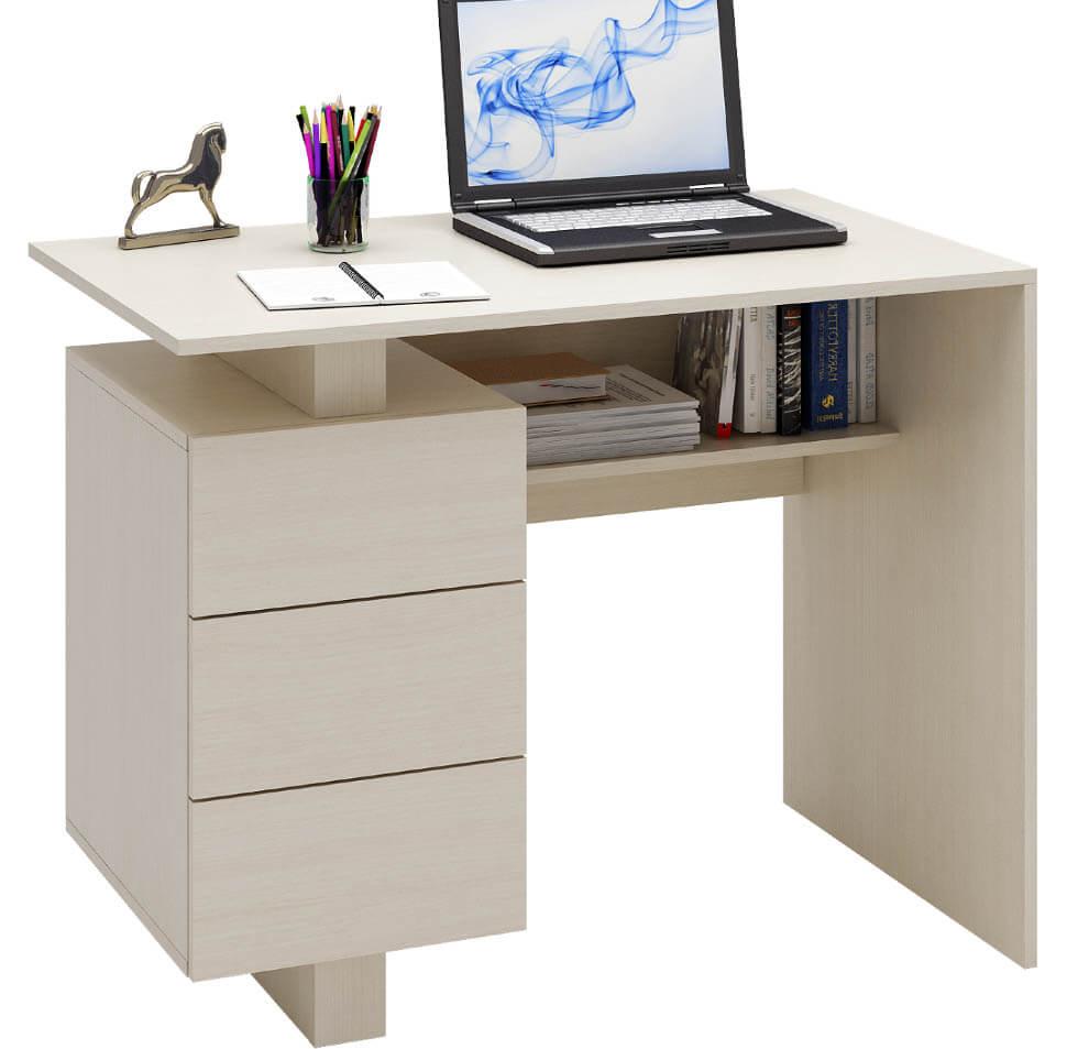 Стандартный письменный стол для школьника